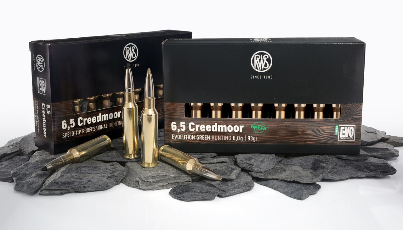 Presentation of a rifle cartridge and its packaging in the caliber RWS 6,5 Creedmoor EVOLUTION GREEN